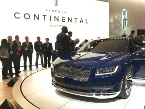 This Lincoln concept car wows the crowd.